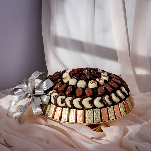 MOTIF TRAY WITH ASSORTED CHOCOLATE